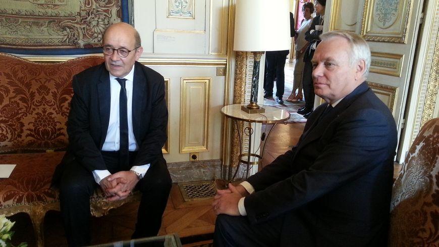 Jean-Yves Le Drian et Jean-Marc Ayrault au quai d'Orsay
