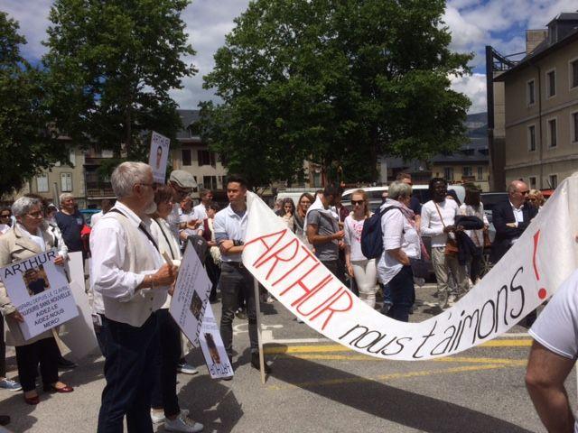 Marche blanche à Chambéry pour Arthur Noyer, disparu le 12 avril 2017