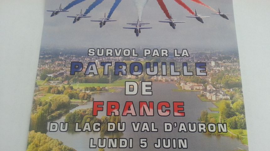 La patrouille de France survolera Bourges en clôture de ces championnats de France d'aviron, lundi matin.