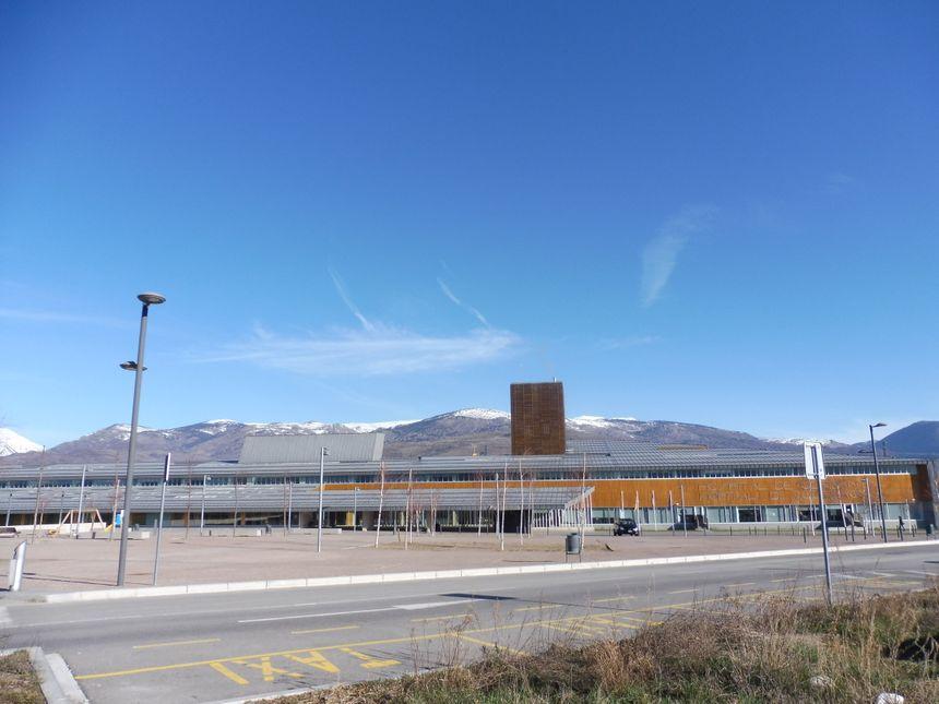 L'hôpital de Puigcerda au pied des montagnes