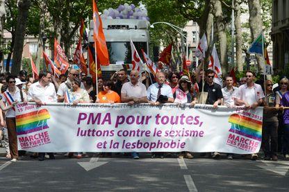 Le comité d'éthique a rendu un avis favorable à la procréation médicalement assistée pour les couples lesbiens et célibataires