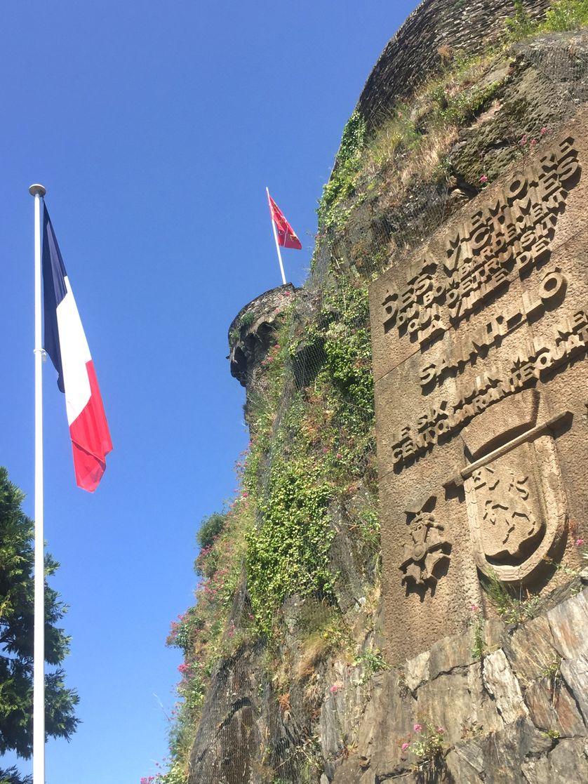 Stèle dans le centre-ville de Saint-Lô (50)