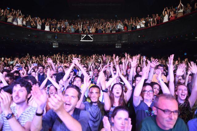 A la fin du passage de M sur la scène de l'OIympia,  le public est debout !