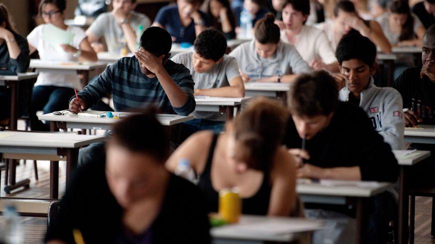 Près de 9.000 étudiants vont devoir subir à nouveau le stress des épreuves