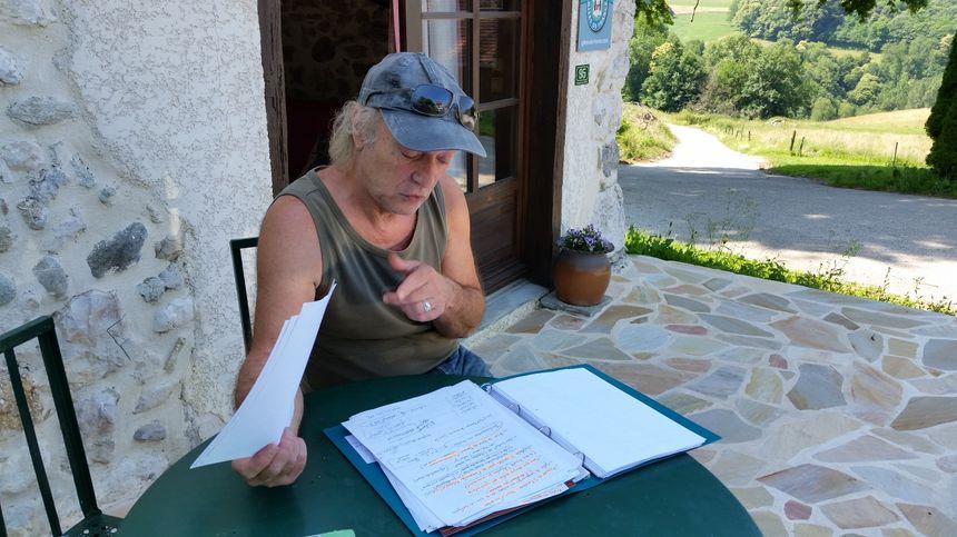 Jean-Max Peteau en plein travail sur le scénario du film consacré à Mandrin