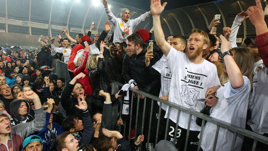 Le 19 Mai 2017, les joueurs de l'Amiens et leurs supporters fêtent l'accession sportive en Ligue 1. Bientôt invalidée ?