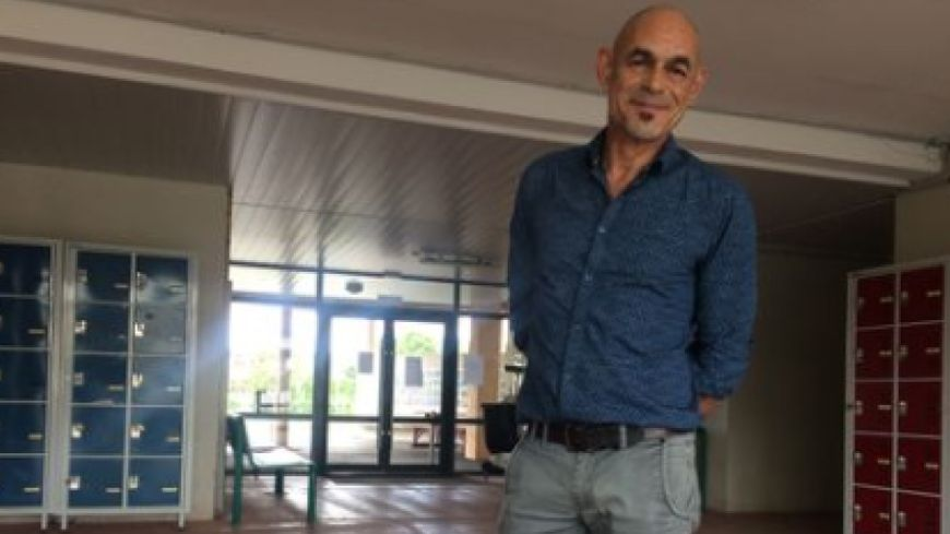 Vincent Luneau, professeur d'Histoire-Géographie, dans son lycée, à quelques jours du coup d'envoi du bac.
