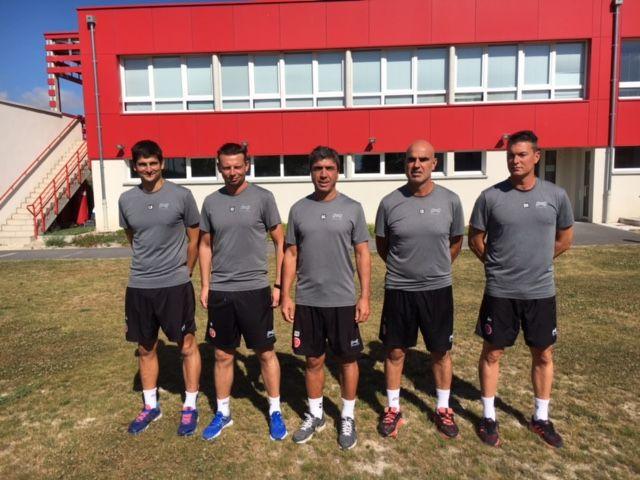 Le staff au complet - au centre l'entraineur David Guion
