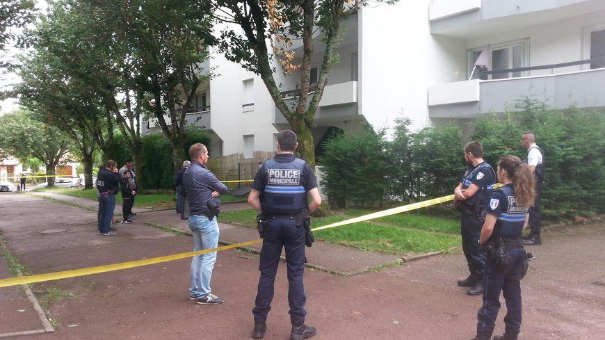 Un jeune désigné comme le tireur par des témoins s'est rendu à la police  dans la nuit de mercredi à jeudi