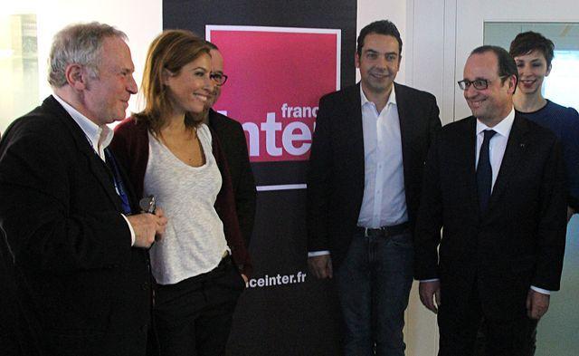 Bernard Guetta, Léa Salamé, Thomas Legrand, Patrick Cohen, François Hollande et Rebecca Manzoni