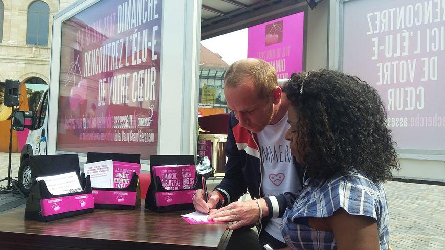 La Ville de Besançon recherche des assesseurs pour les législatives avec la Love Mobile.