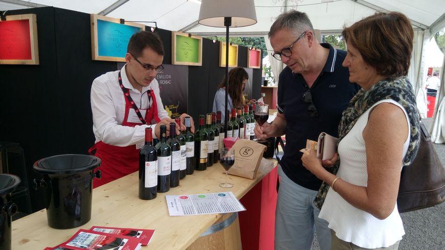 La Maison du vin de Saint-Emilion tient son stand à Libourne Fête le vin.