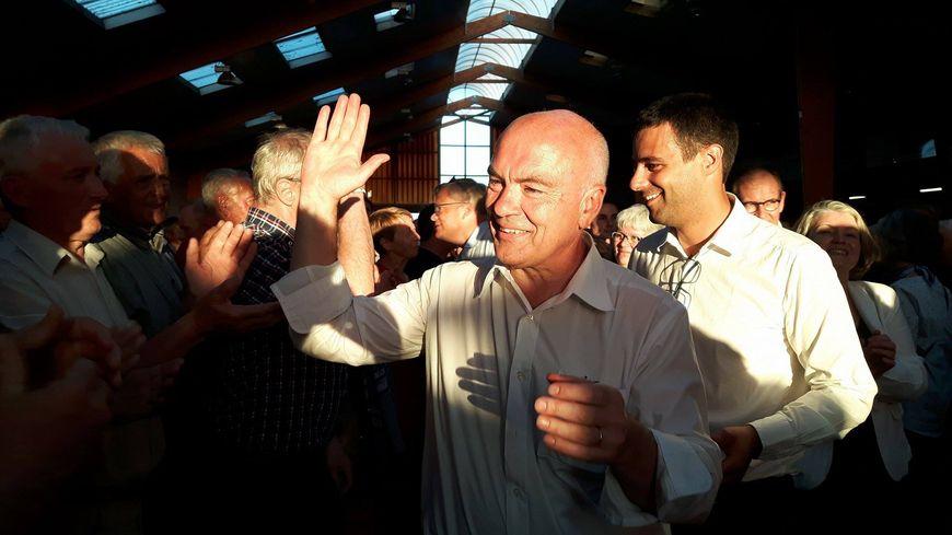 Marc Le Fur arrive à l'hippodrome de Loudéac pour fêter sa victoire
