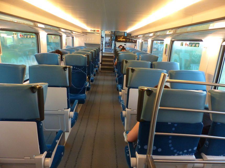 Le train Régio2N, une rame plus spacieuse, plus lumineuse et climatisée. Trajet Bordeaux-Libourne, le 22 juin 2017.