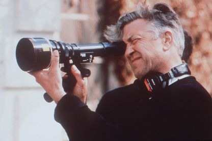 Le réalisateur David Lynch préparant un plan