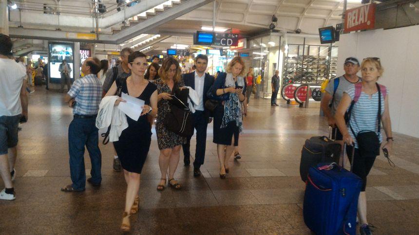 À Lyon, changement de train et retrouvailles avec Caroline Abadie (en noir) et Marjolaine Meynier-Millefert (avec le sac).
