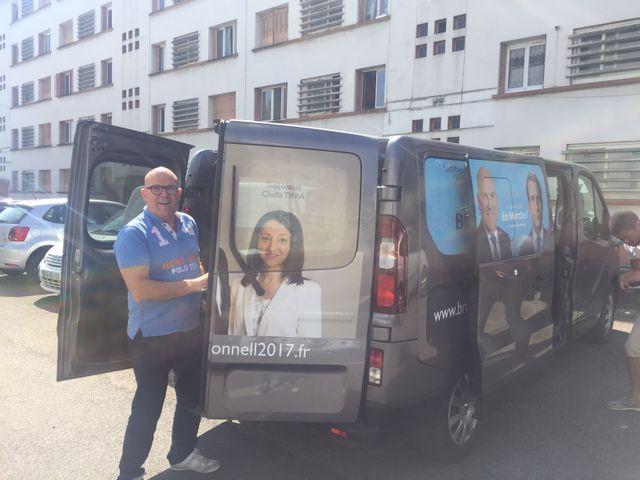 Bruno Bonnell, en campagne à Villeurbanne pour la République en marche, doit aussi assumer les mesures impopulaires d'Emmanuel Macron