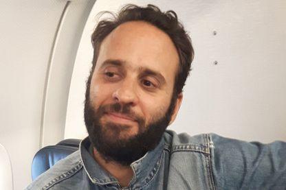 Mathias Depardon dans l'avion vers Paris vendredi soir