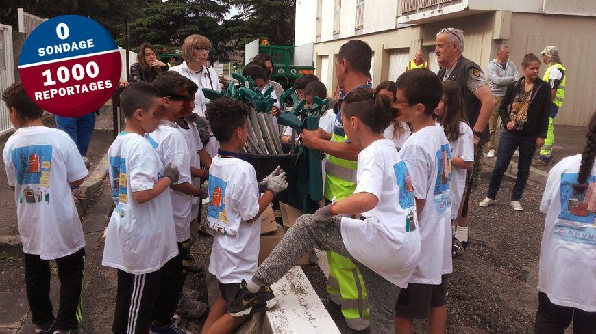 Les enfants des écoles d'Avignon s'impliquent dans la propreté de leur quartier.