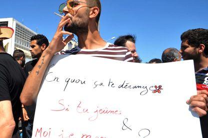 Manifestation pour le droit de manger et de fumer en public au cours du mois de jeûne musulman du Ramadan, le 11 juin 2017, à Tunis.