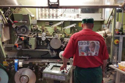 Un ouvrier de la Scop-TI (société coopérative ouvrière de production de thés et infusions)