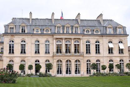 Une photo prise le 14 septembre 2012 à Paris montre une partie des jardins de l'Elysée, la résidence officielle du président de la République française.