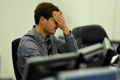 Réaction d'un trader britannique devant les résultats des élections législatives à Londres