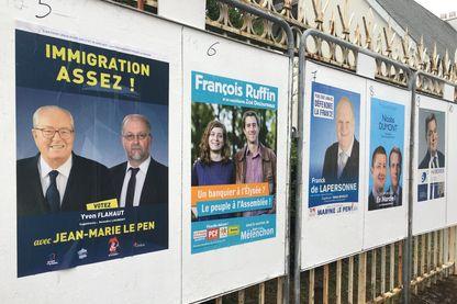 Une partie des panneaux officiels pour la campagne électorale à Amiens