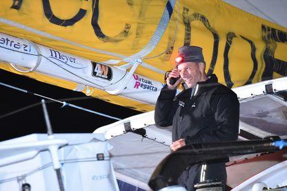 Légende : Sébastien Destremau, dernier skipper à boucler le Vendée Globe - Les Sables-d'Olonne, 10 mars 2017