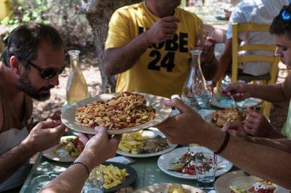Photo tirée de La cuisine, la famille et la Grèce : Kalamata de Julia Sammut paru le 7 juin 2017