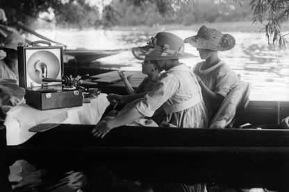 Balade en bateau avec un grammophone