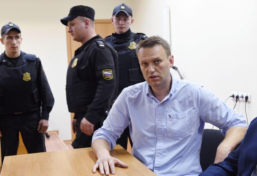 L'opposant Alexeï Navalny devant le tribunal de Moscou qui l'a condamné à 30 jours de prison (12 juin 2017)