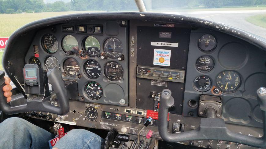 Cockpit d'un avion Rallye