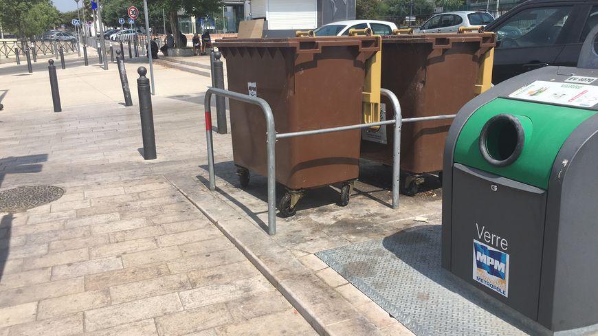 Le pari : pas plus d'un déchet par terre dans un cercle de 40 mètres, après le passage des agents chargés de la collecte des déchets (ici à Sainte Marthe, 13014)