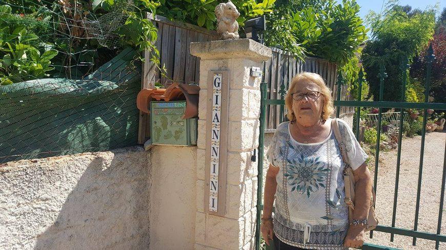 Micheline Giannini, 83 ans dont 62 dans sa maison de Cabriès, exaspérée par sa boîte aux lettres vide.