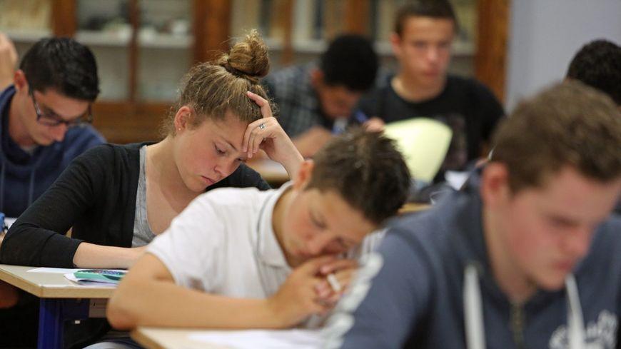 Le brevet des collèges reste une première expérience de diplôme pour les adolescents.
