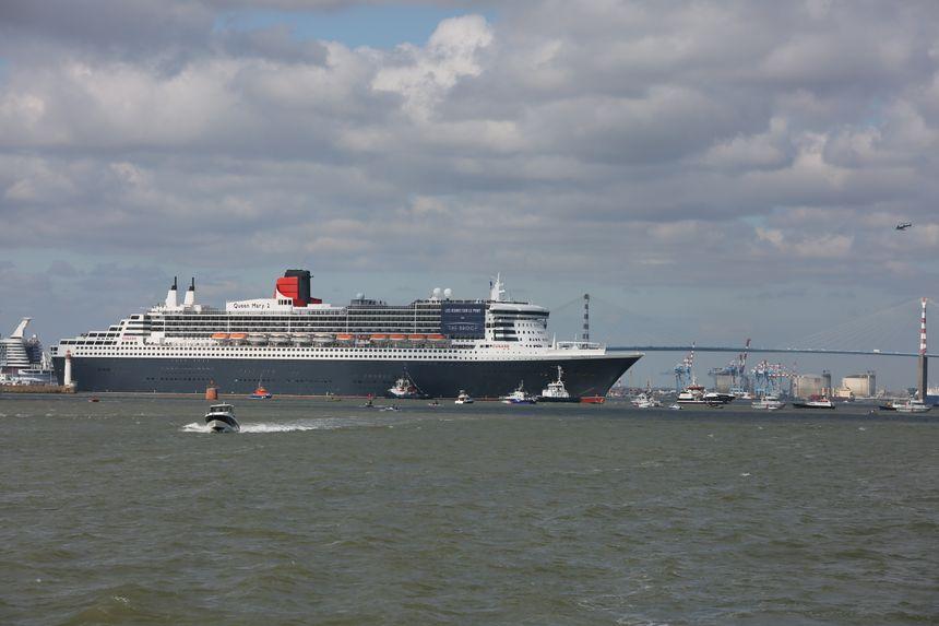 Le Queen Mary 2 s'apprête à rentrer dans la forme Joubert où il a été construit