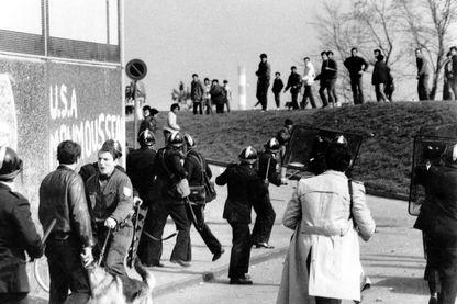 Intervention des forces de l'ordre dans le quartier Monmousseau à Vénissieux en 1981