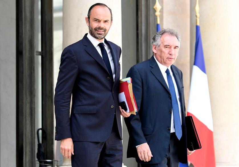 Le Garde des Sceaux François Bayrou, ici avec le chef du gouvernement Edouard Philippe, présente ce matin le projet de loi sur la moralisation publique.