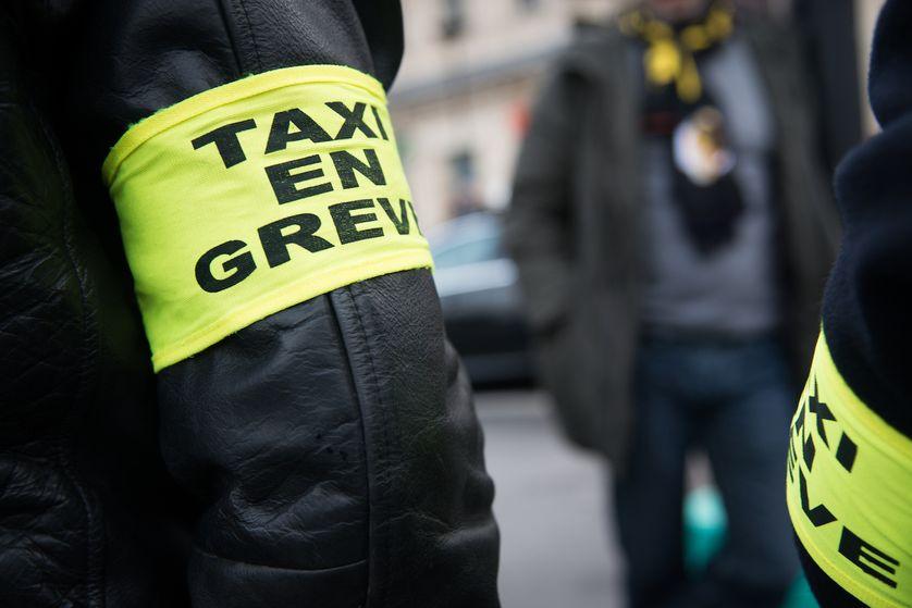 Chauffeurs de taxi parisiens protestant contre la concurrence de Uber en janvier 2016
