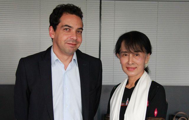 Patrick Cohen et Aung San Suu Ky (juin 2012)