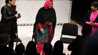Mukhtar Mai assiste à l'opéra inspiré de son viol et de son combat pour les droits des femmes