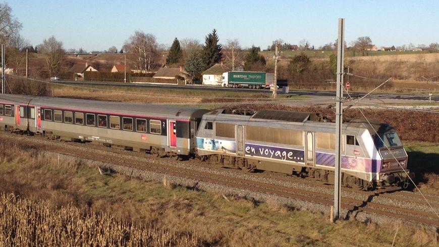 Un train Intercité Paris-Clermont