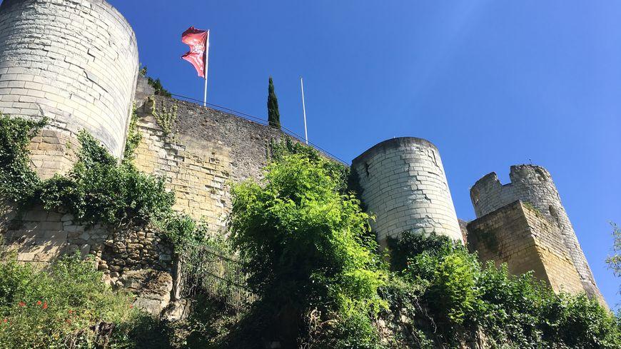 La forteresse de Chinon vue du sentier