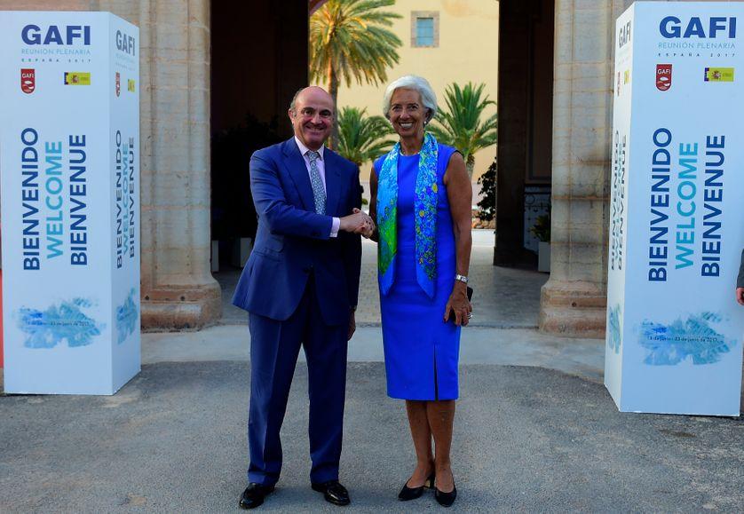 Le GAFI est inconnu du grand public, et pour cette session du GAFI en Espagne, ce n'est pas son président (Juan Manuel Vega-Serrano) que l'on prend en photo mais le ministre de l'économie espagnol et la directrice du FMI.