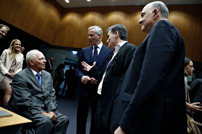 Wolfgang Shaüble, ministre allemands des finances, Bruno Le Maire, ministre français, Euclide Tsakalotos, ministre grec, et Pierre Moscovici, commissaire européen.