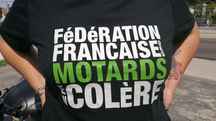 """Les motards en colère ne veulent pas de la création d'une Zone à Circulation Restreinte à Dijon, ils l'ont dit aux usagers ce mercredi place de la République lors d'une """"Nuit deux roues"""""""