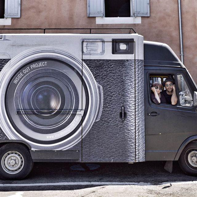 C'est dans le camion de JR qu'Agnès Varda et JR ont voyagé en France de village en village, de visage en visage