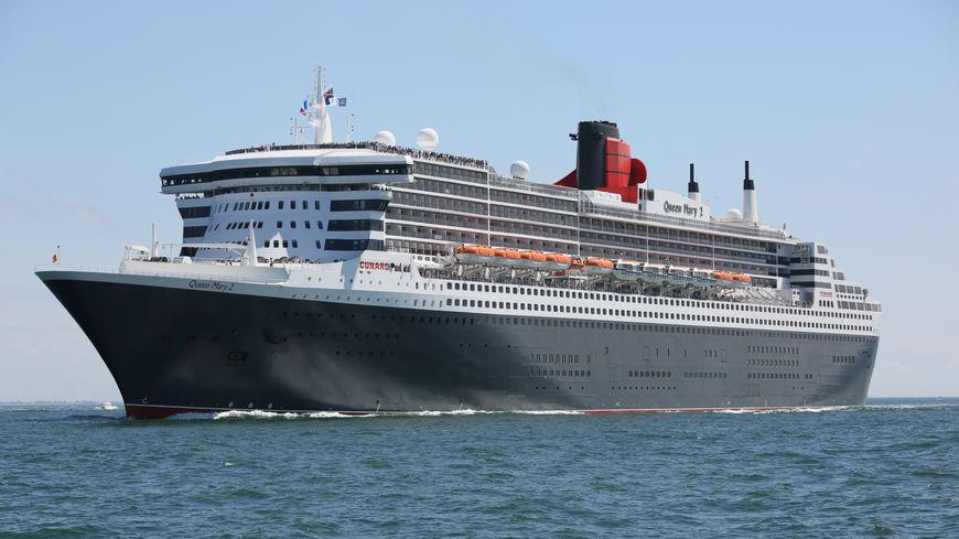 Le Queen Mary 2 au large de Saint-Nazaire