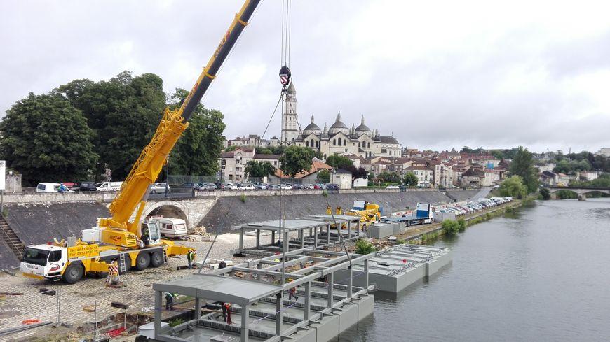 Le chantier de la péniche restaurant avance bien sur l'Isle à Périgueux
